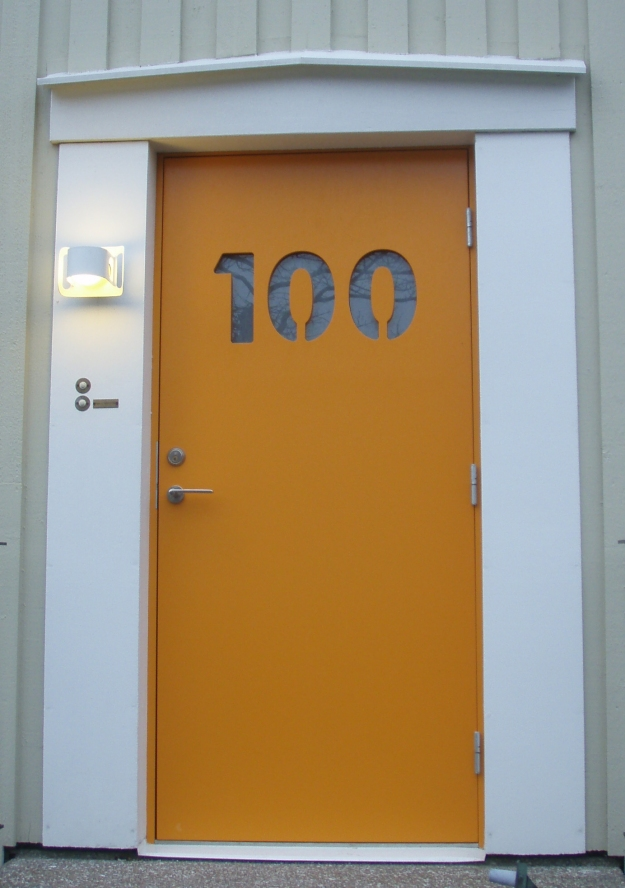 orange dörr_100