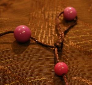 rosa på brunt